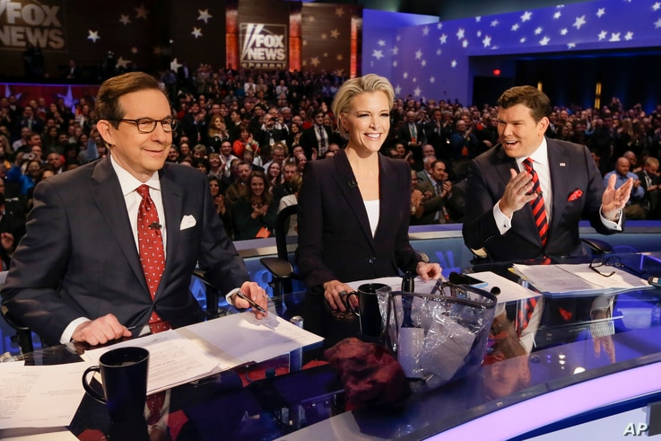 From left, FOX News debate moderators Chris Wallace, Megyn Kelly and Bret Baier wait for the start of the Republican presidential primary debate in Des Moines, Iowa, Jan. 28, 2016.