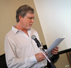 Howard Spiegler addresses colleagues at the recent conference of the Association for Research into Crimes against Art.