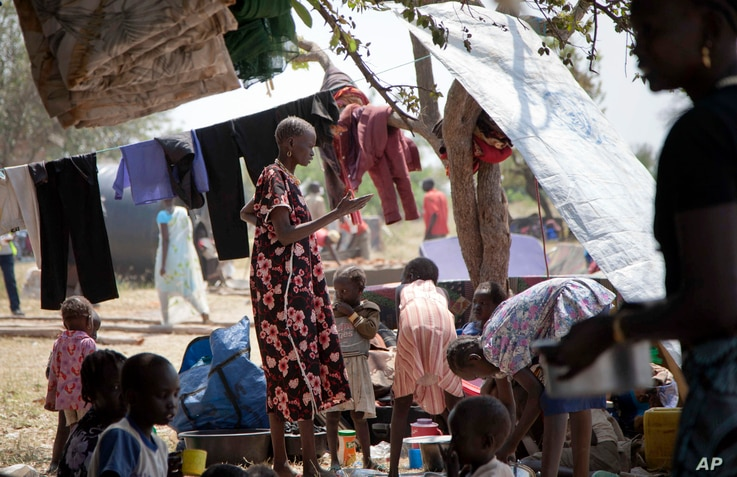 Refugees who fled violence in South Sudan and crossed into Uganda, settle in the village of Ochaya in Arua district, northern Uganda, Jan. 7, 2013.