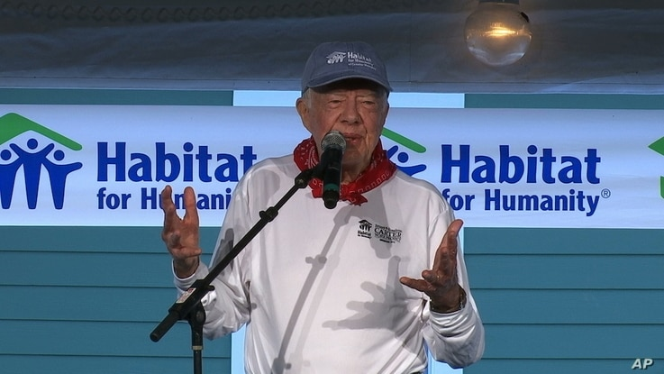 Former U.S. President Jimmy Carter holds a morning devotion before he and his wife, Rosalynn, help build a home for Habitat for Humanity in Memphis, Tennessee, Aug. 22, 2016.