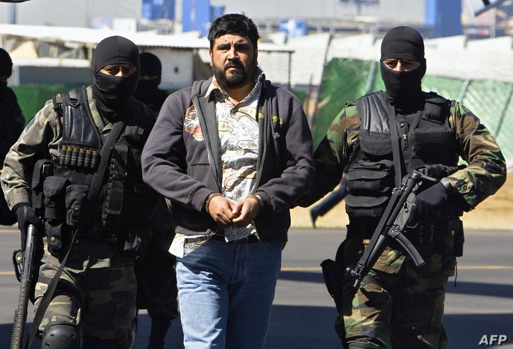 Alleged drugdealer Alfredo Beltran Leyva (C) is showed to the media by members of the Mexican Army in Mexico City, on January 21, 2008, after being captured in Culiacan, in the northwestern state of Sinaloa, along with three other members of his gang...