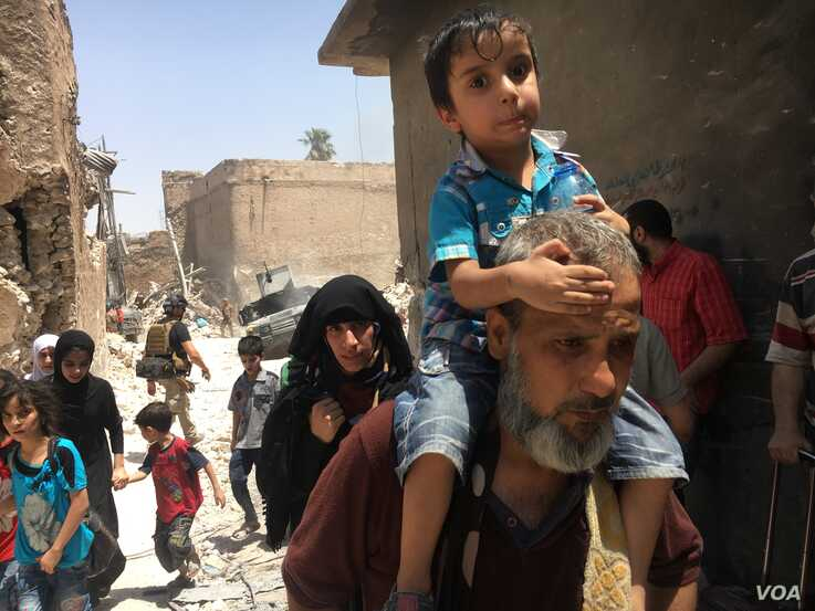 Iraqi civilians flee fighting against Islamic State militants in the Old City of Mosul, Iraq, July 1, 2017.