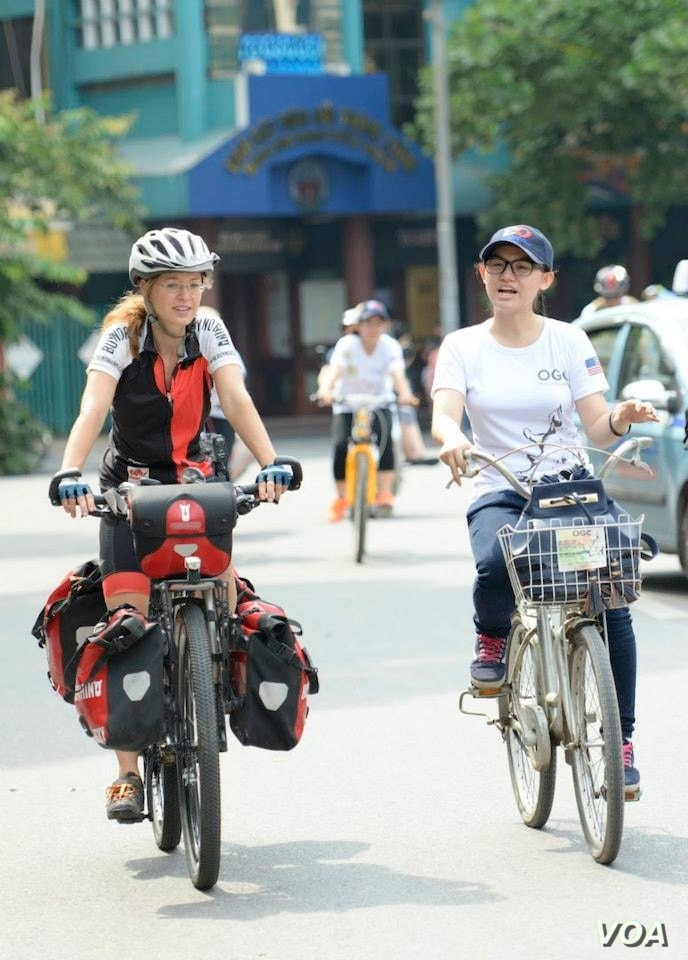Vicky Wiesenmaier chats with Vietnamese woman during a ride in Hanoi.