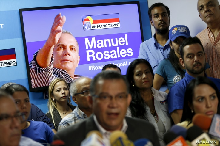 An image of former Venezuelan presidential candidate Manuel Rosales is displayed on a television screen in Caracas, Oct.16, 2015.