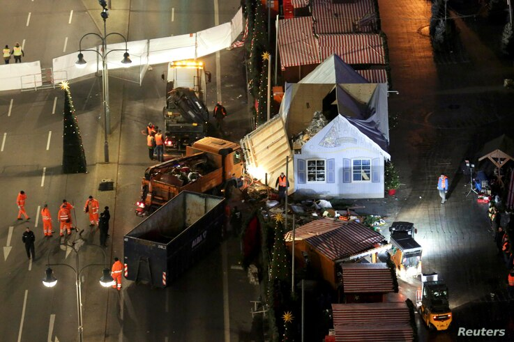 Workers continue to clear the site of the Christmas market in Berlin, Germany, Dec. 21, 2016.  A truck plowed through a crowd at the Christmas market on Monday night, killing 12 people.
