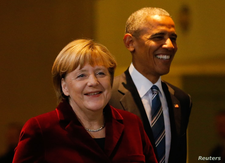 U.S. President Barack Obama walks with German Chancellor Angela Merkel as they arrive for a joint news conference in Berlin, Germany, Nov. 17, 2016.