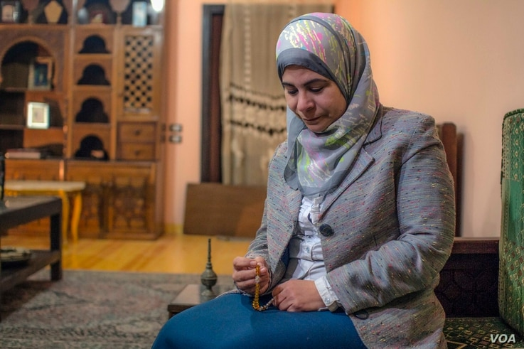 Manar El-Tantawy, wife of political prisoner, journalist, and human rights defender Hisham Gafaar, finds solace in rosary beads that Gafaar made. (H. Elrasam/VOA)