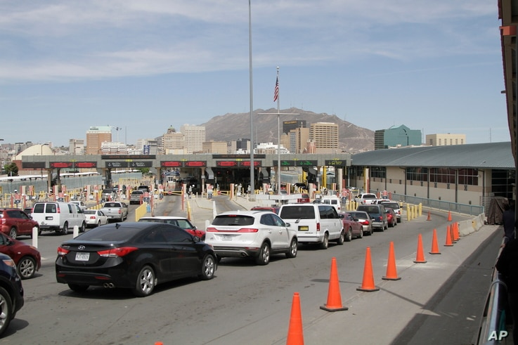 Vehicles from Mexico and the U.S. approach a border crossing in El Paso, Texas, April 1, 2019.