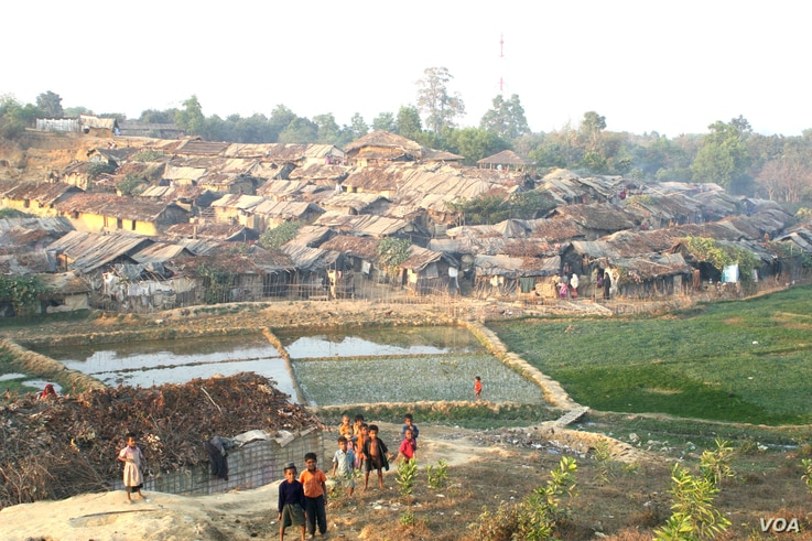Some thousands of Rohingyas who fled Myanmar over the past decades live in this decrepit Kutupalong illegal Rohingya refugee colony in Cox's Bazar district, Bangladesh. Bangladesh stopping the registration of the Rohingya refugees in 1992, almost 9...