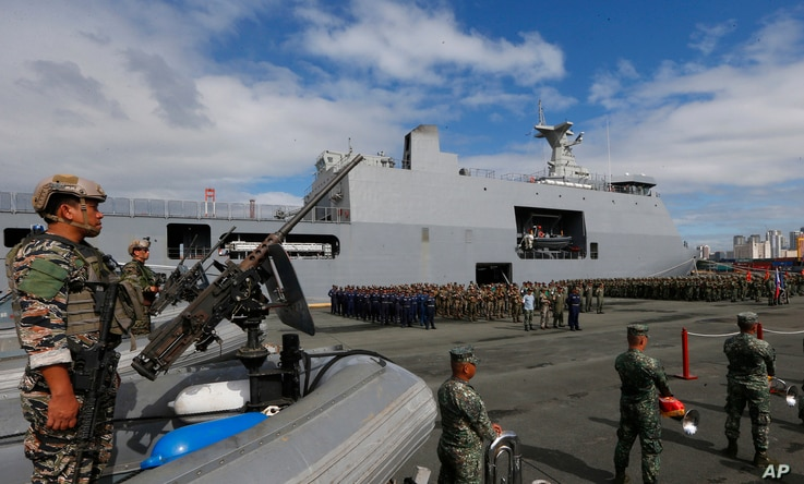 Philippine Marines, who took part in the battle against Muslim militants in the besieged city of Marawi in southern Philippines, are given a heroes welcome upon disembarking from the Philippine Navy amphibious ship BRP Tarlac upon arrival, Oct. 30, 2...