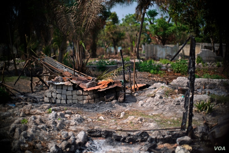 The remains of a house burned down in early February is shown in the PK5 neighborhood of Bangui after the killing by state security forces of a Muslim gang leader. (Z. Baddorf/VOA)