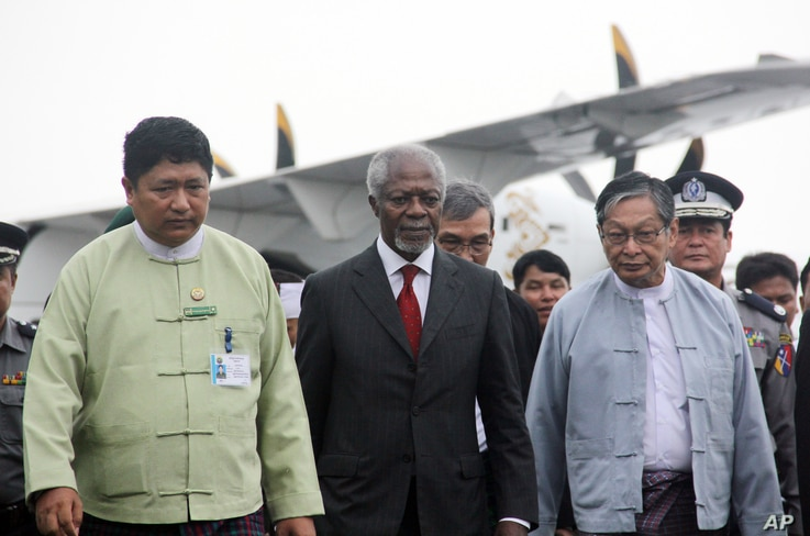 Former United Nations secretary-general Kofi Annan (C), who chairs the recently created Rakhine State Advisory Commission, is escorted by local authorities as he arrives at the airport in Sittwe, Rakhine state, Myanmar, Sept. 6, 2016.