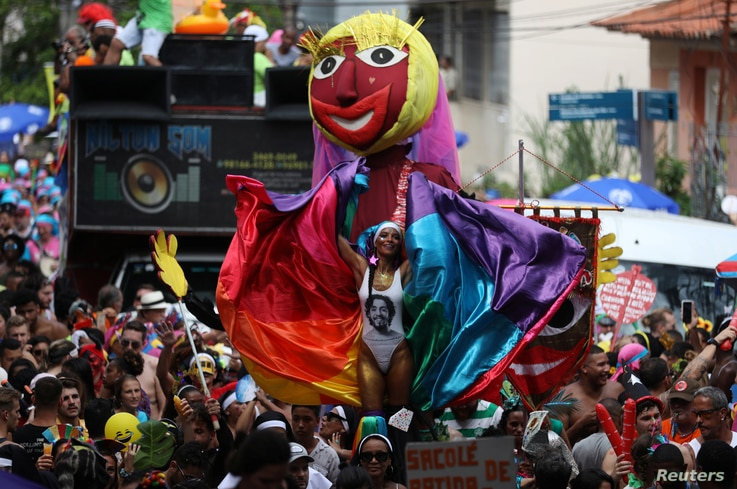 """Revellers take part in the annual block party known as """"Carmelitas,"""" during carnival festivities in Rio de Janeiro, March 1, 2019."""