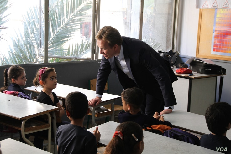 Norwegian Foreign Minister Børge Brende visiting a school in Beirut, Lebanon, where Syrian children attend classes in the afternoon on May 30, 2014. (photo credit: Frode Øverland)