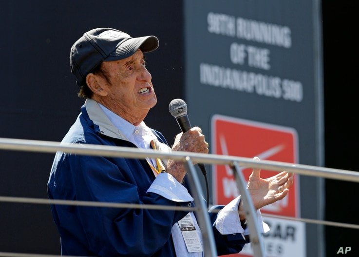 """FILE - Jim Nabors sings """"Back Home Again in Indiana"""" for the final time before the start of the 98th running of the Indianapolis 500 auto race at the Indianapolis Motor Speedway in Indianapolis, May 25, 2014."""