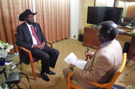 President of South Sudan Salva Kiir and VOA South Sudan in Focus host John Tanza at UN on Saturday, September 24,2011