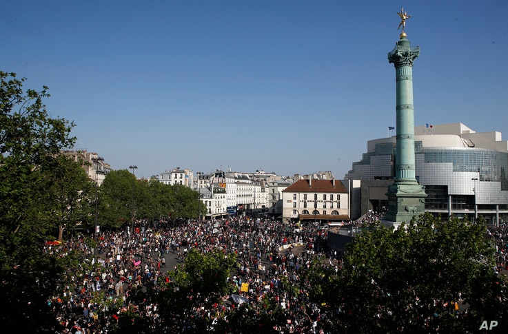 """Protesters and activists gather at a square in Paris, May 5, 2018. Under the close watch of police, thousands of protesters in Paris danced, picnicked and railed against President Emmanuel Macron at a """"party"""" marking his first year in office."""