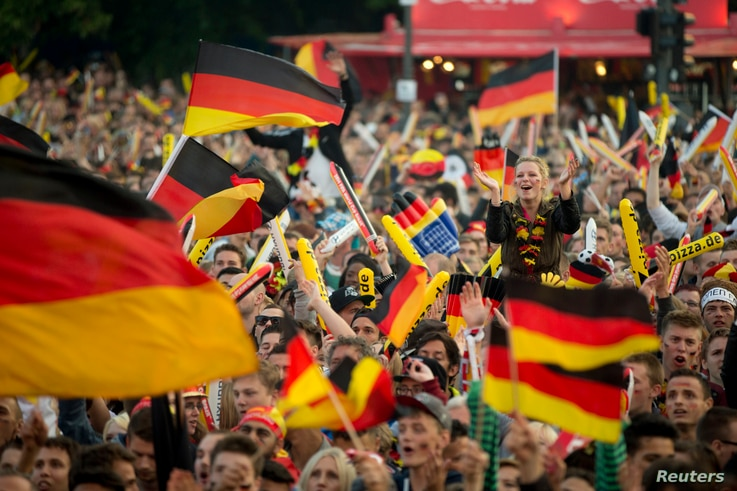 German soccer fans watch the 2014 World Cup Group G soccer match between Germany and Ghana at a public viewing zone called 'fan mile' in Berlin, June 21, 2014.