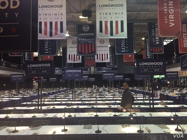 Final preparations are made in the hall where the 2016 vice presidential debate will be held at Longwood University, in Farmville, Virginia, Oct. 3, 2016. (K. Gypson / VOA)