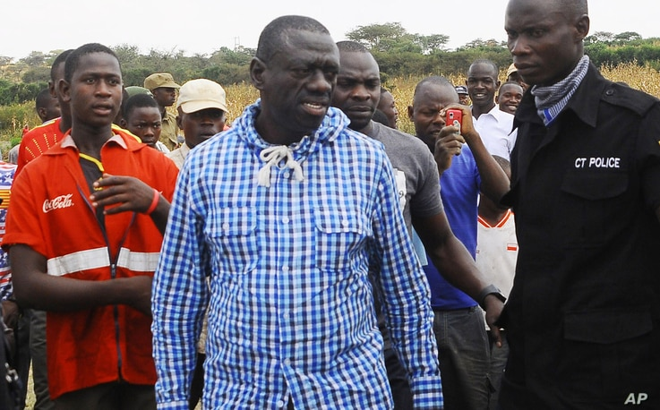 Uganda's Opposition leader Kizza Besigye, center, meets his supporters after casting his vote at a polling station near his country home in Rukungiri, about 700 kilometres west of Kampala, Feb, 18, 2016.
