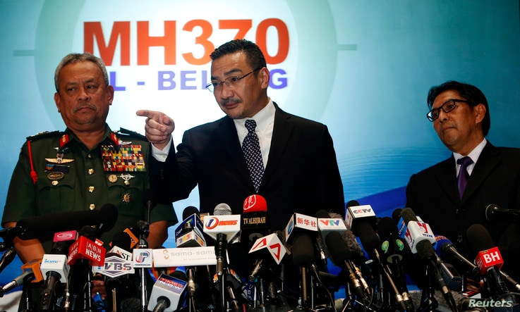 Malaysia's acting Transport Minister Hishammuddin Tun Hussein answers questions between Chief of Armed Forces General Zulkifeli Mohd Zin (L) and Department of Civil Aviation's Director General Azharuddin Abdul Rahmanthe (R) on the missing Malaysia Ai...
