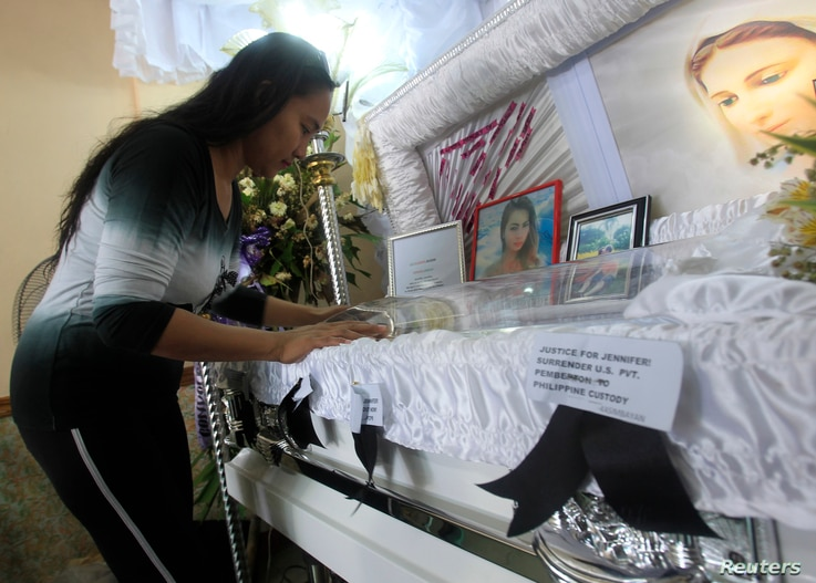 A woman pays her respects to slain transgender Jennifer Laude inside a funeral home in Olongapo city, north of Manila October 21, 2014. Philippine President Benigno Aquino rejected on Monday calls to tear up the Visiting Forces Agreement with the Uni...