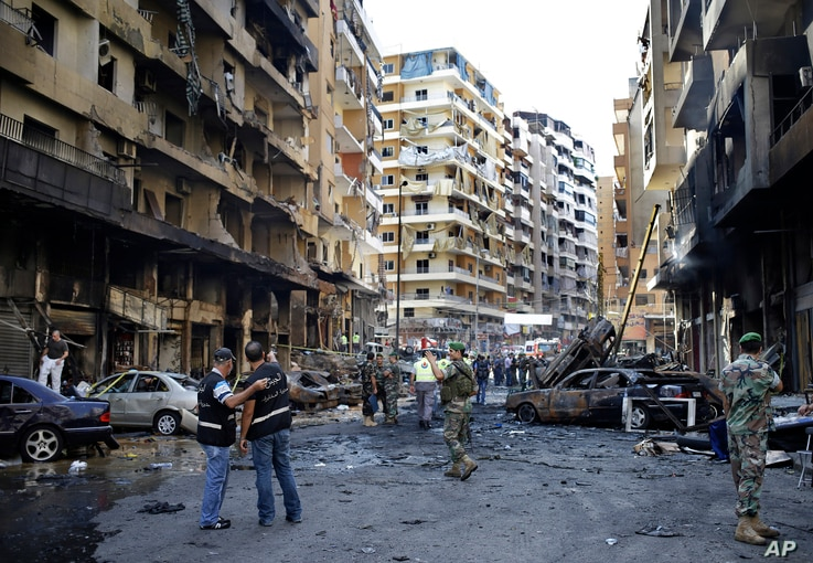 Lebanese Army investigators inspect at the site of a car bomb explosion in southern Beirut, August 16, 2013.