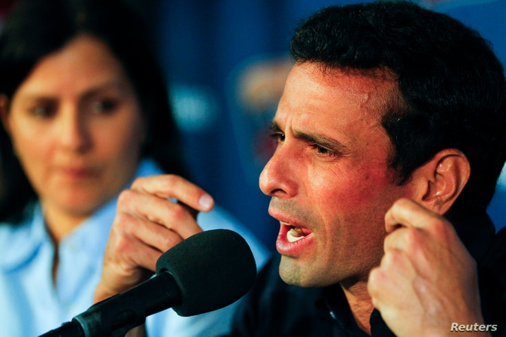 Venezuela's opposition leader Henrique Capriles talks to the media during a news conference in Caracas, Apr. 18, 2013.