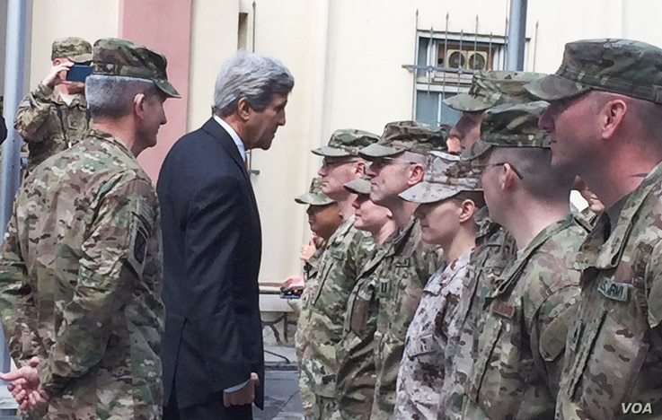 """Secretary of State Kerry greets U.S. troops outside Resolute Support Headquarters following a meeting with General """"Mick"""" Nicholson, commander of U.S. forces in Afghanistan , April 9, 2016. (Pamela Dockins/VOA)"""