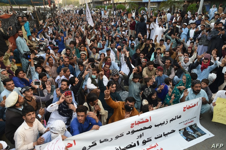 Pakistani activists of the PashtunTahaffuzMovement take part in a protest against the arrest of party leader in Karachi on Jan. 23, 2019.