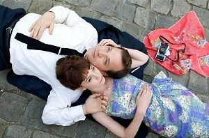 Peter Sarsgaard and Carey Mulligan in scene from <i>An Education</i>
