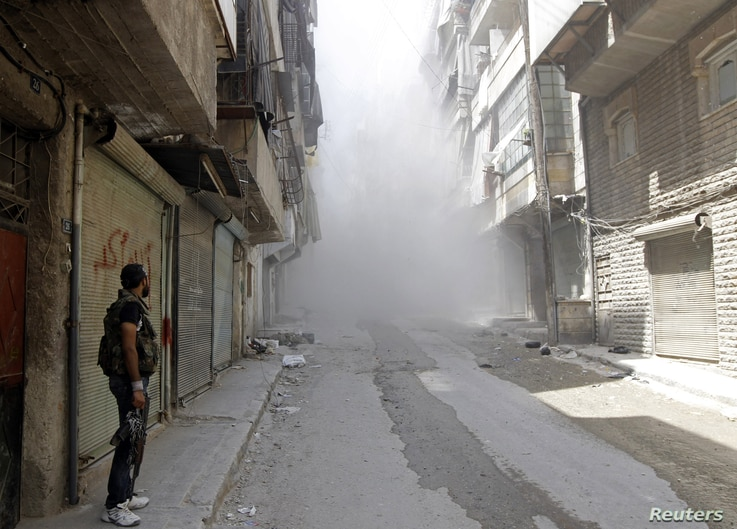 Free Syrian Army fighters in the Salah al- Din neighbourhood of central Aleppo August 5, 2012.