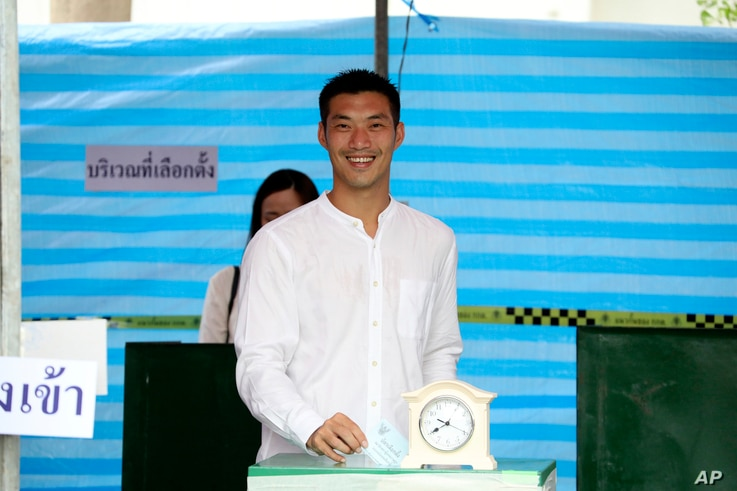 Thanathorn Juangroongruangkit, leader of Future Forward Party, poses as he casts his vote during general election at a polling station in Bangkok, March 24, 2019.