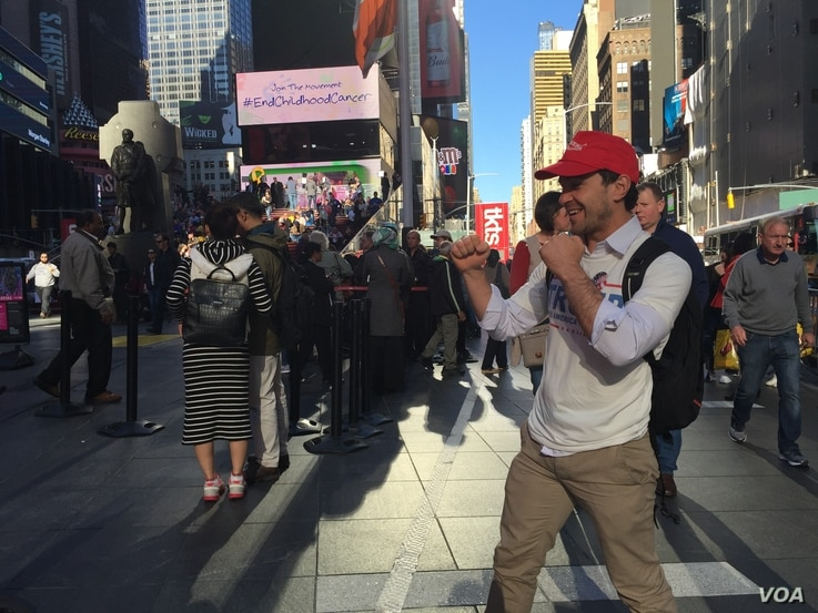 Tony, who came to the U.S. specifically for Election Day, is visiting from Melbourne, Australia, and talks about the candidates, in Times Square, New York, Nov. 8, 2016. (R. Taylor/VOA)