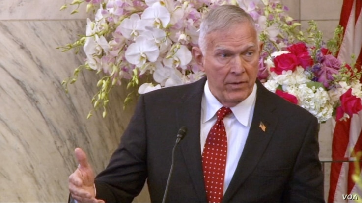 Former Marine Corps Commandant U.S. General James Conway speaks to an OIAC Nowruz luncheon at the Russell Senate Office building in Washington on March 15, 2018. (K. Jamshidi/VOA)