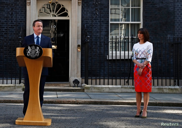 Britain's Prime Minister David Cameron speaks after Britain voted to leave the European Union, as his wife Samantha watches outside Number 10 Downing Street in London, Britain, June 24, 2016.