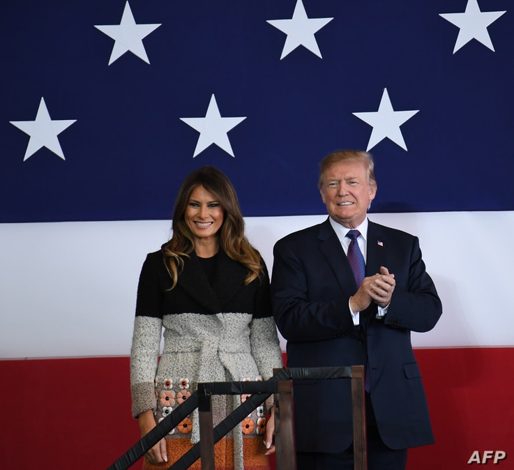 U.S. President Donald Trump and first lady Melania arrive at U.S. Yokota Air Base in Tokyo, Nov. 4, 2017. Trump touched down in Japan, kicking off the first leg of an  Asia tour set to be dominated by tensions with nuclear-armed North Korea.