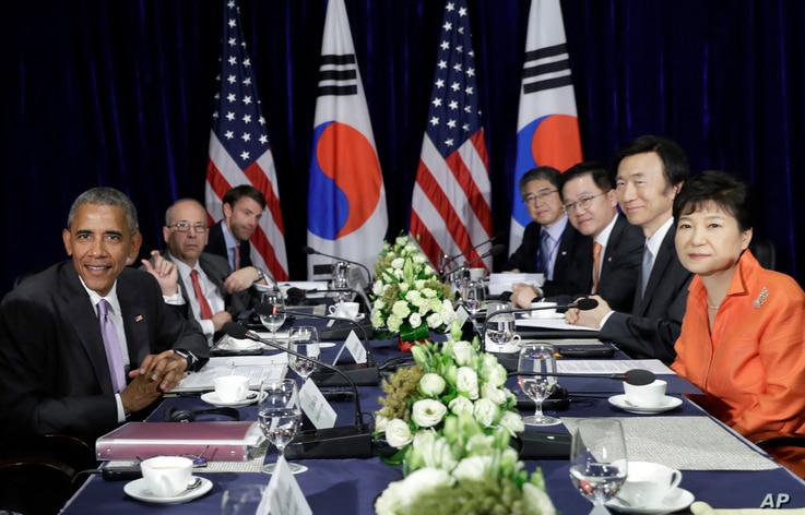 U.S. President Barack Obama, left, and South Korean President Park Geun-hye, right, look to the media at the conclusion of a bilateral meeting in Vientiane, Laos, Sept. 6, 2016.