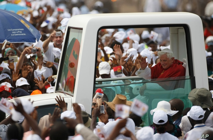 Pope Benedict XVI arrives in the popemobile to celebrate a mass on the outskirts of Angola's seaside capital, Luanda, March 22, 2009, the last major event before the end of the visit.