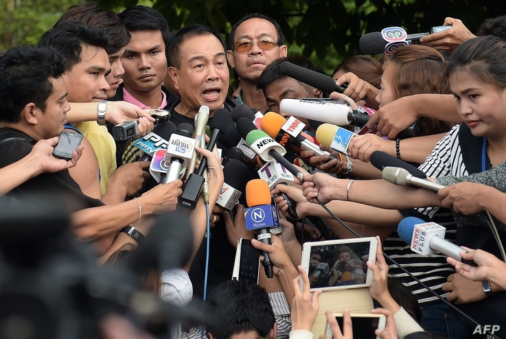 National police chief General Somyot Poompanmoung speaks to reporters outside the compound where police detained a suspect in the August 17 Bangkok shrine bombing, in a Bangkok suburb on Aug. 29, 2015.