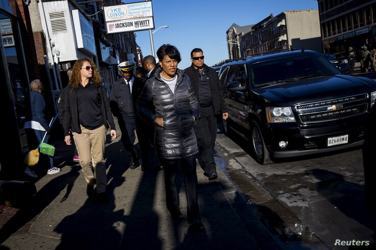 Baltimore mayor Stephanie Rawlings-Blake tours Pennsylvania avenue as Maryland State Police stand guard in Baltimore, Maryland April 28, 2015.