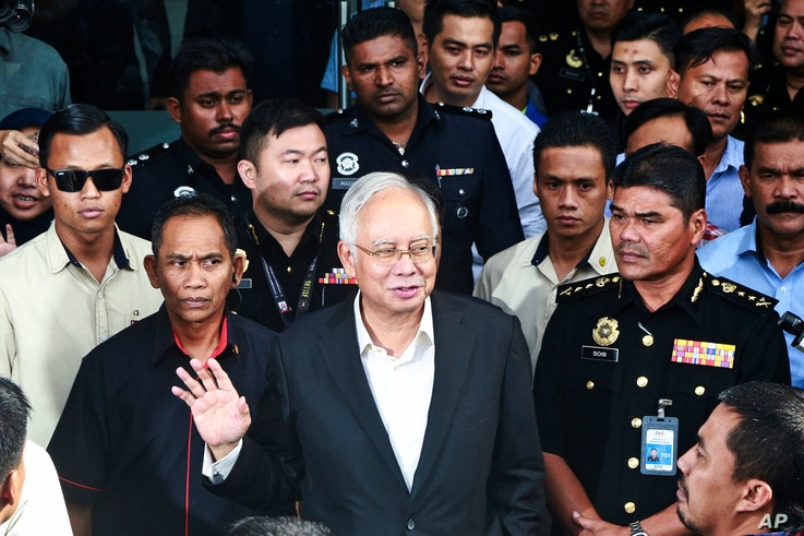 Former Malaysian Prime Minister Najib Razak, center, speaks to media as he leaves the Malaysian Anti-Corruption Commission (MACC) Office in Putrajaya, Malaysia, May 24, 2018.