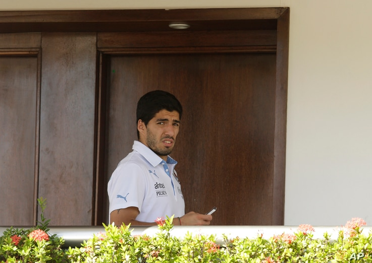 Uruguay's Luis Suarez uses his cell phone at a hotel in Natal, Brazil, June 25, 2014.