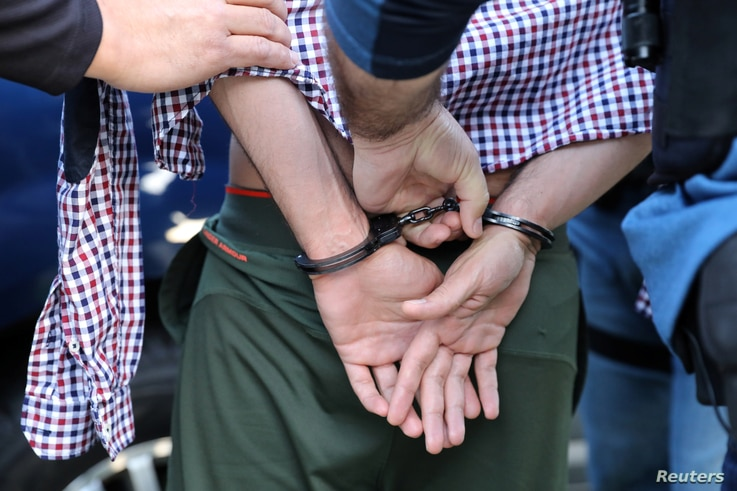 U.S. Immigration and Customs Enforcement agents arrest an immigrant in San Clemente, Calif., May 11, 2017.