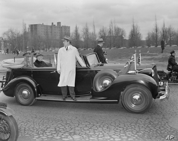 Secret Service agents stand on the running boards of President Franklin D. Roosevelt's car, carrying the president and the Earl of Athlone, Governor General of Canada on his visit to Washington, March 22, 1945.