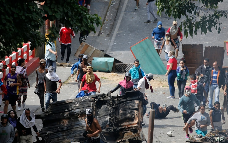 Anti-government protesters face off with security forces as they show support for an apparent mutiny by a national guard unit in the Cotiza neighborhood of Caracas, Venezuela, Jan. 21, 2019.