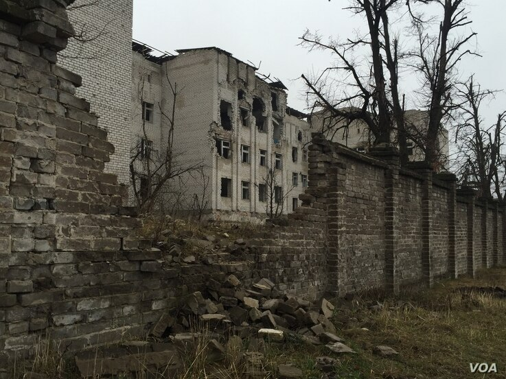 Scars of the early days of the war in 2014 remain fresh, Donetsk region, Ukraine, March 6, 2016. (L. Ramirez/VOA)