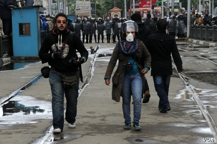 Amira Mortada and a colleague in the field after clashes broke out across Egypt in response to the ouster of President Mohammad Morsi on July 3, Alexandria, Egypt, August 2013. (Courtesy of AMIRA MORTADA)