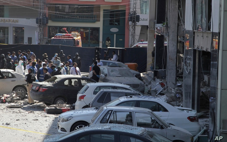 Police cordon off the area of explosion in Lahore, Pakistan, Feb. 23, 2017.
