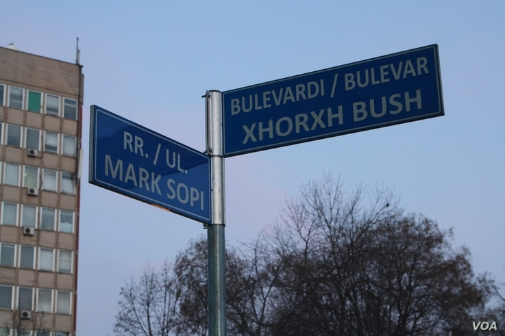 A street sign for Pristina's George Bush Boulevard in Albanian, Jan. 19, 2016. (P.W. Wellman/VOA)